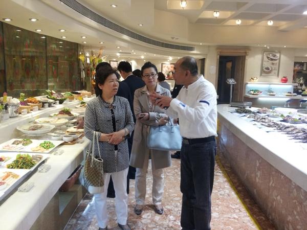 韩明会长受邀出席青岛老船夫打造绿色安全厨房经验推
